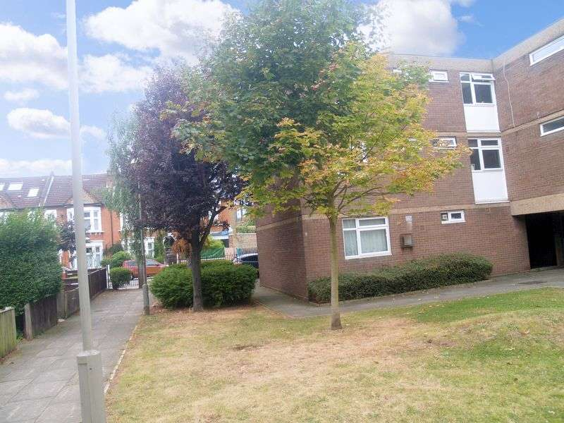 2 Bedrooms Flat for sale in Cloudesdale Road, London SW17