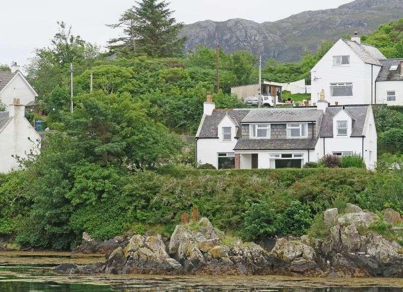 4 Bedrooms Cottage House for sale in HILLSIDE: 4 Beds, detached, harbour side location, south Skye