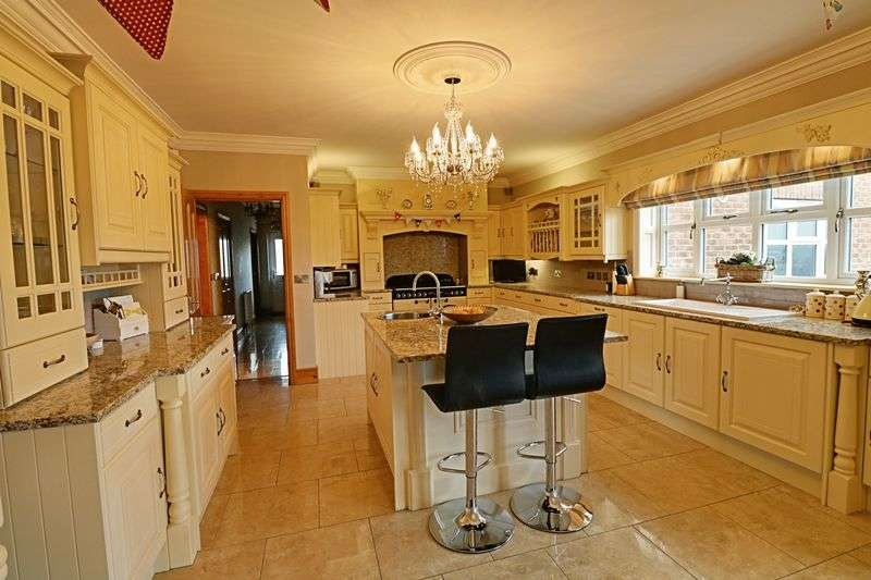 5 Bedrooms Detached House for sale in Arrandale, Gainsborough