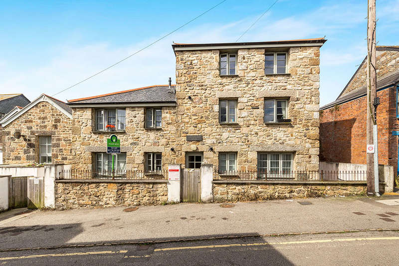 1 Bedroom Flat for sale in High Street, Penzance, TR18