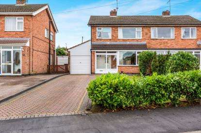 3 Bedrooms Semi Detached House for sale in Ramsey Close, Hinckley, Leicestershire