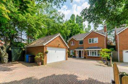 4 Bedrooms Detached House for sale in Coppice Close, Cheslyn Hay, Walsall, Staffordshire