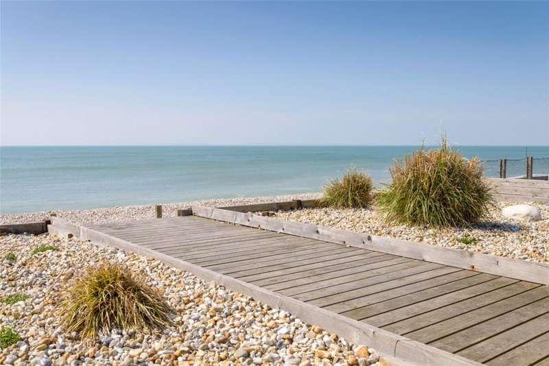 4 Bedrooms Detached House for sale in West Bracklesham Drive, Bracklesham Bay, Chichester, West Sussex, PO20
