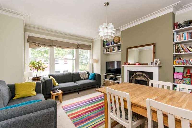3 Bedrooms Maisonette Flat for sale in Woodside Lane, North Finchley, N12