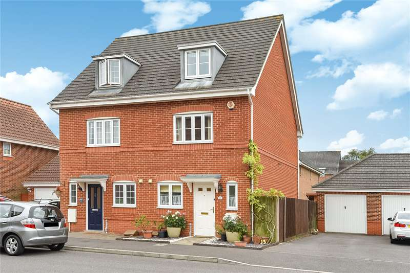 3 Bedrooms Town House for sale in Woodland Walk, Aldershot, Hampshire, GU12