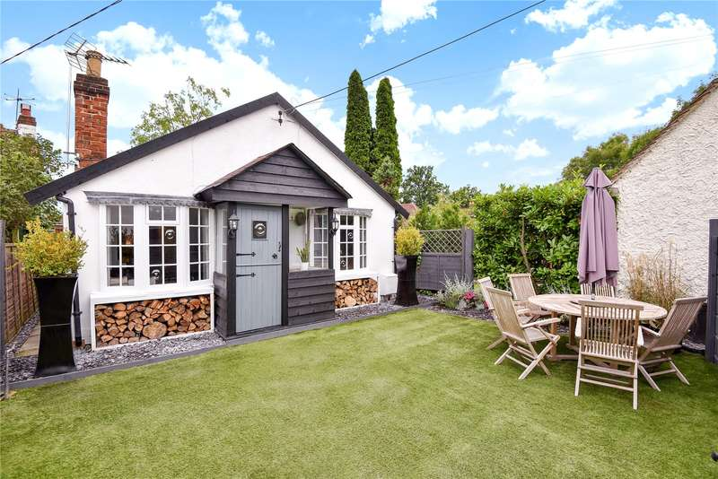 2 Bedrooms Detached Bungalow for sale in Rolls Lane, Holyport, Maidenhead, Berkshire, SL6