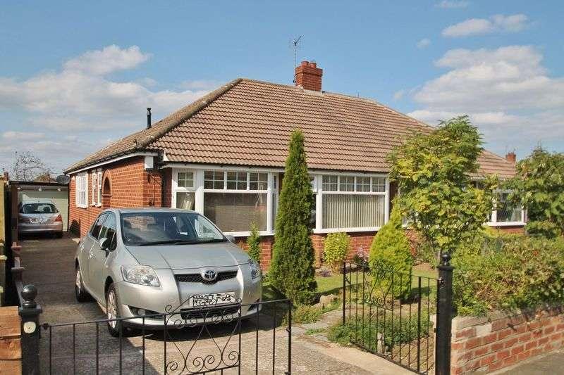 2 Bedrooms Semi Detached Bungalow for sale in Cradley Drive, Brookfield