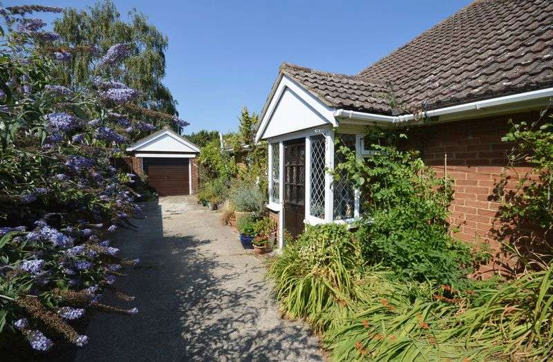 3 Bedrooms Semi Detached Bungalow for sale in Weston Turville