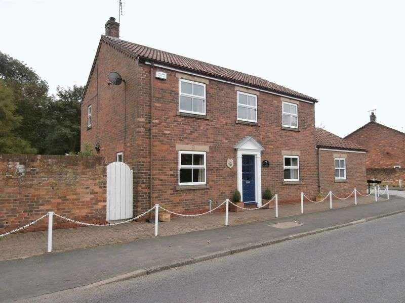 4 Bedrooms Detached House for sale in North Side Court, Patrington