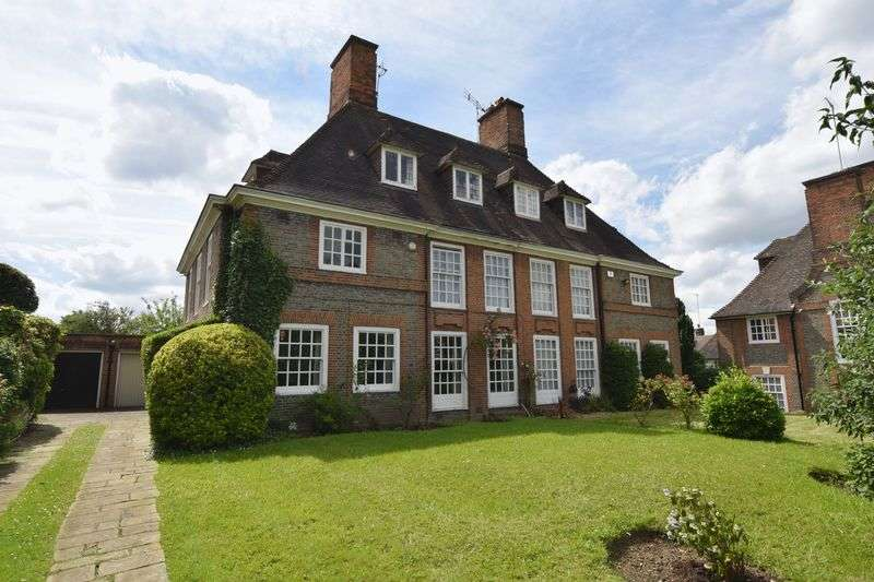 5 Bedrooms Semi Detached House for sale in Erskine Hill, Hampstead Garden Suburb, NW11
