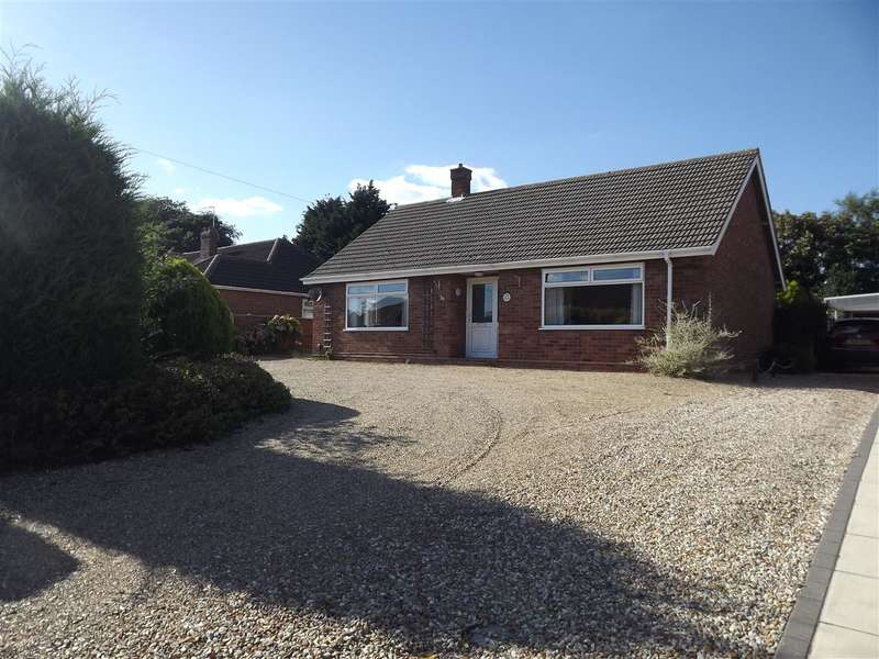 2 Bedrooms Bungalow for sale in Sprowston, Norwich, NR7