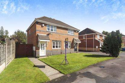 3 Bedrooms Semi Detached House for sale in Fieldfare Close, Lowton, Warrington, Cheshire