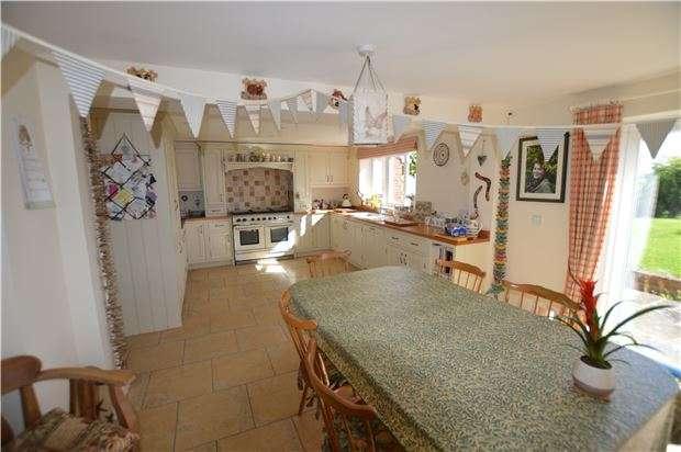 4 Bedrooms Detached House for sale in Elmore Back, Elmore, Gloucester, GL2 3ST