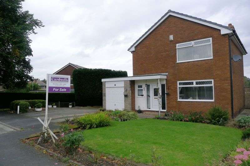 3 Bedrooms Detached House for sale in Lakelands Drive, Ladybridge, Bolton