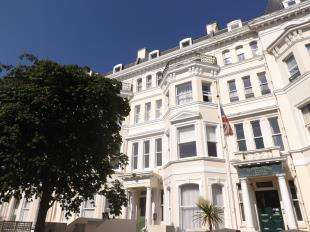 2 Bedrooms Flat for sale in Clifton Gardens, Folkestone, Kent