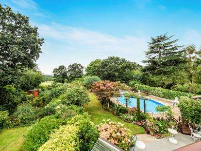 5 Bedrooms Semi Detached House for sale in Woodford Green, Essex