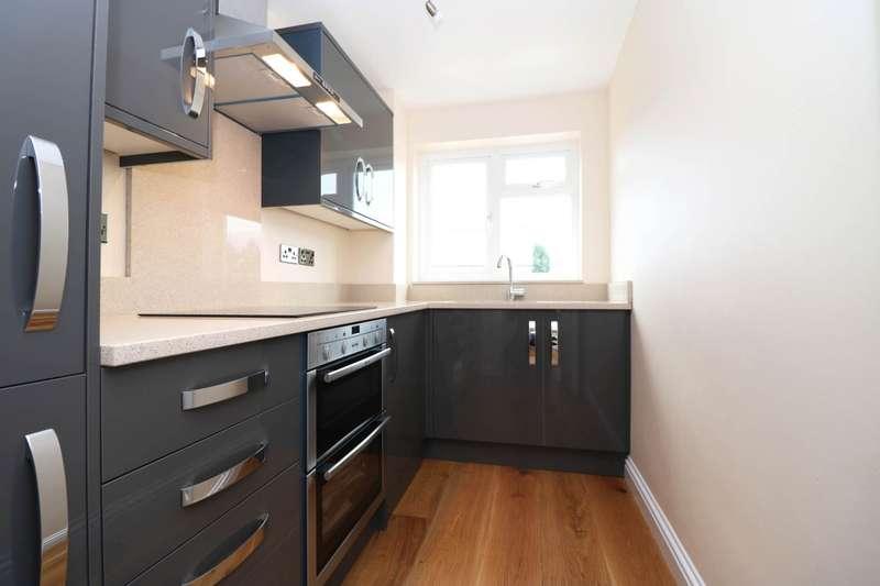 2 Bedrooms Flat for sale in Bishopric, Horsham, West Sussex, RH12
