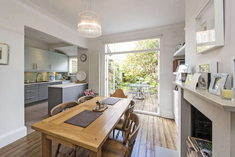 3 Bedrooms Terraced House for sale in Wisley Road, Battersea, London