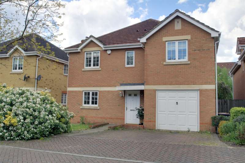 4 Bedrooms Detached House for sale in Meadow View, Chertsey, Surrey, KT16