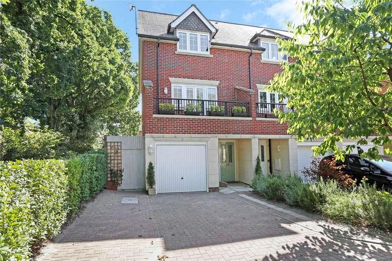 4 Bedrooms Semi Detached House for sale in Elder Crescent, Lindford, Hampshire, GU35