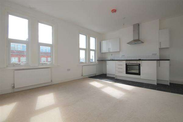 2 Bedrooms Apartment Flat for sale in West Avenue, Clacton on Sea