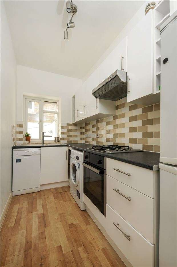3 Bedrooms Flat for sale in Gleneagle Road, LONDON, SW16