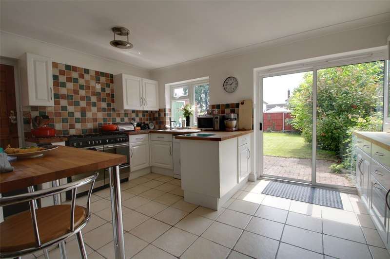 4 Bedrooms Semi Detached House for sale in Bridge Road, Chertsey, Surrey, KT16