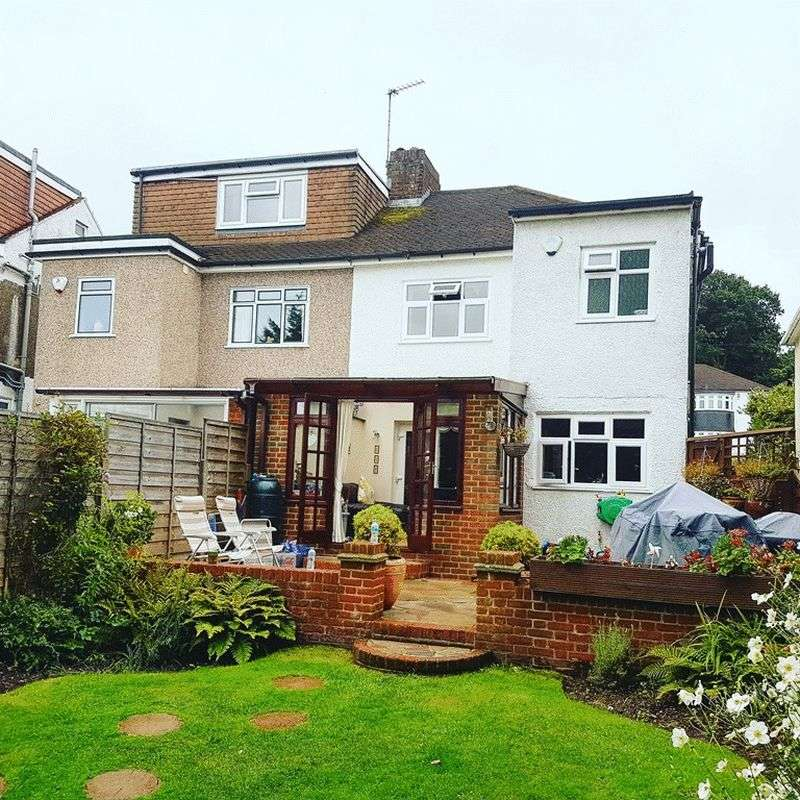3 Bedrooms Semi Detached House for sale in Copthorne Avenue, BROMLEY