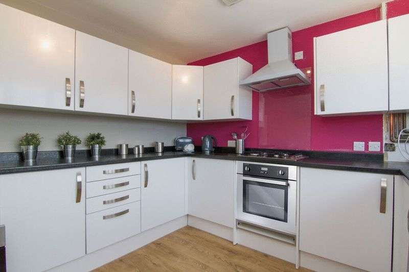 3 Bedrooms Terraced House for sale in Oak Road, Abertillery, Gwent, NP13
