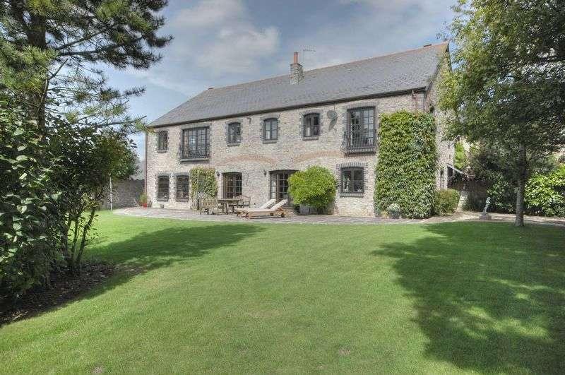 5 Bedrooms Property for sale in The Grange, Penmark, Vale of Glamorgan, CF62 3BP