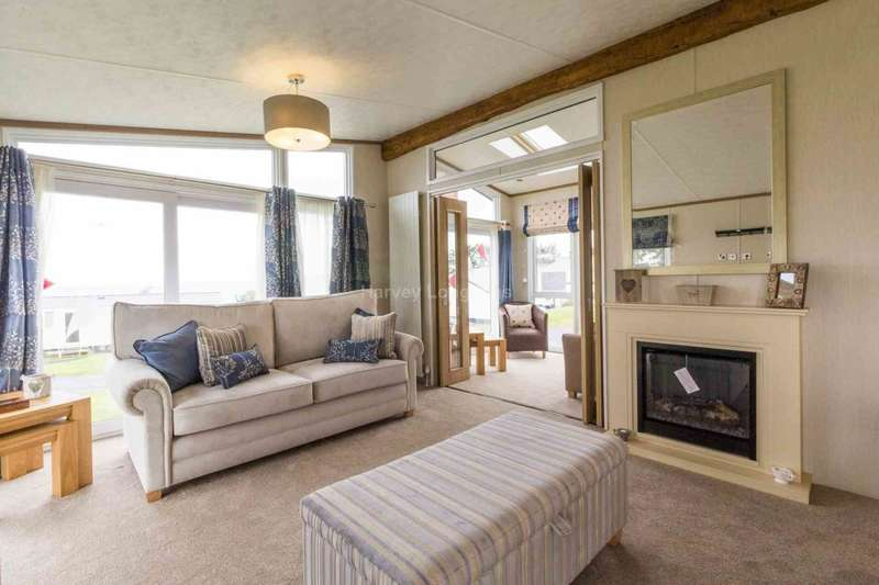 2 Bedrooms Lodge Character Property for sale in Corton, Lowestoft, Suffolk