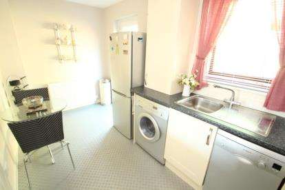 2 Bedrooms Terraced House for sale in Moorfoot Path, Paisley