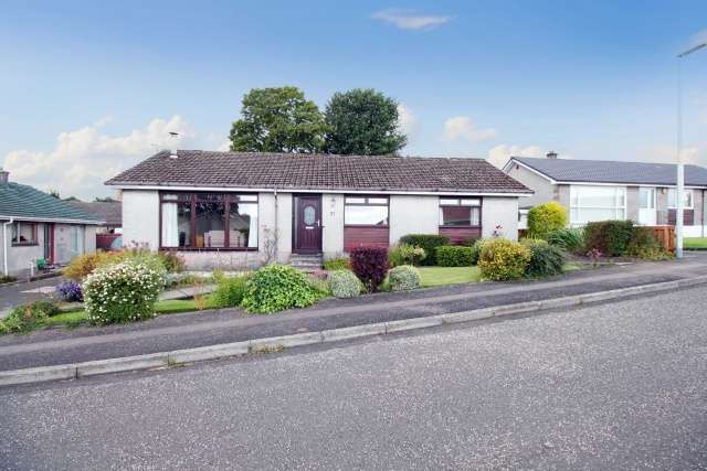3 Bedrooms Bungalow for sale in Westgate, Leslie, Fife, KY6 3LR
