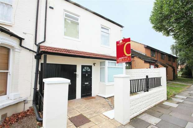 3 Bedrooms Flat for sale in Birkbeck Grove, Acton