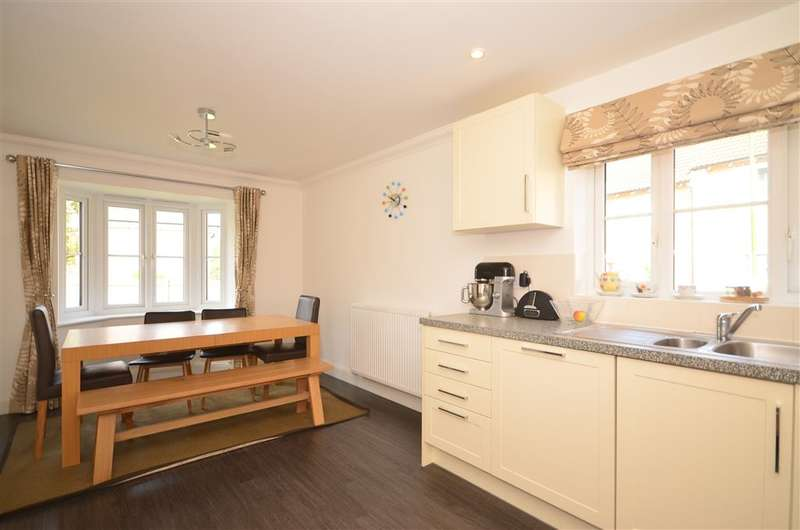 4 Bedrooms Detached House for sale in Fitzalan Place, Worth, Crawley, West Sussex