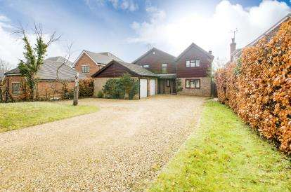 House for sale in Village Road, Bromham, Bedford, Bedfordshire