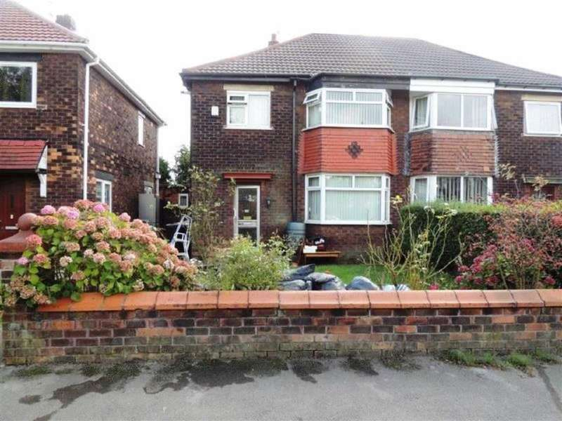 3 Bedrooms Property for sale in Matlock Road, Reddish, Stockport
