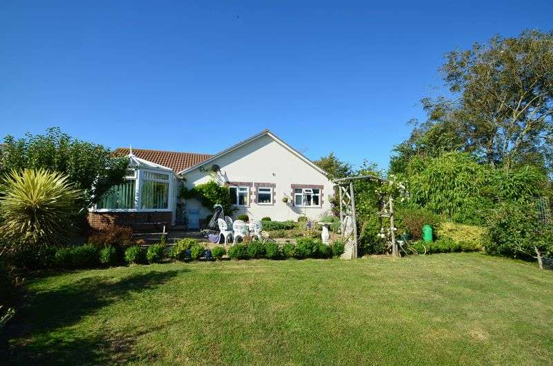 4 Bedrooms Detached Bungalow for sale in Lower Way, Chickerell