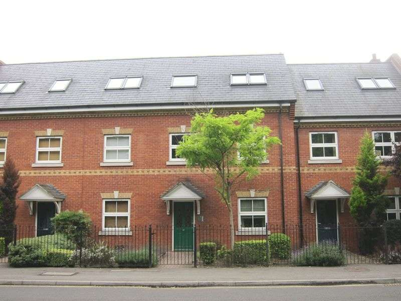 2 Bedrooms Flat for sale in St Judes Road, Englefield Green