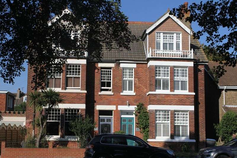 5 Bedrooms Semi Detached House for sale in Walmer