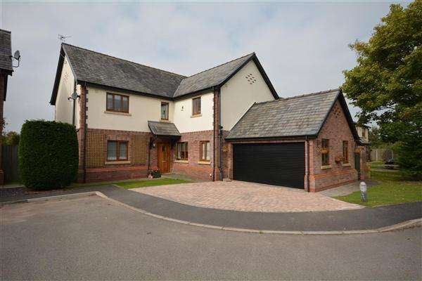 5 Bedrooms Detached House for sale in Buckley Court, Willaston
