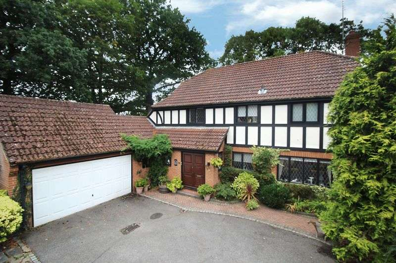 4 Bedrooms Detached House for sale in Epping New Road, Buckhurst Hill
