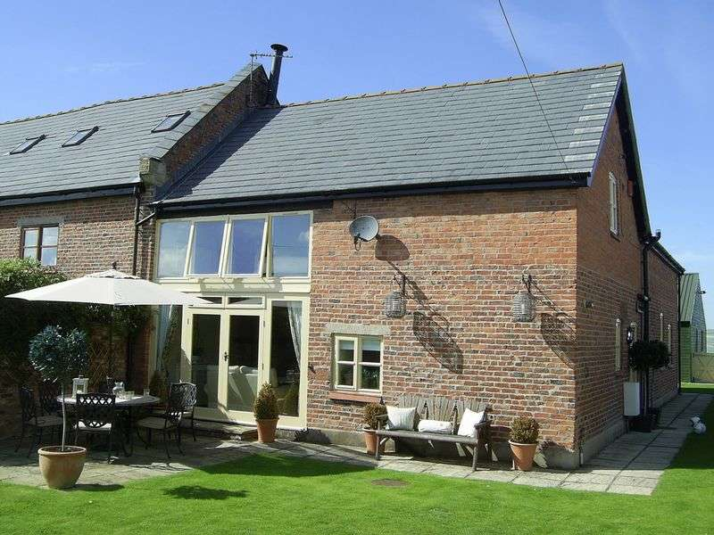 4 Bedrooms Property for sale in Wettenhall, Nr Tarporley