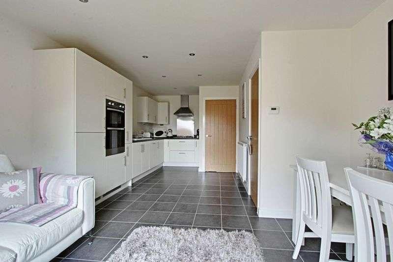 3 Bedrooms Semi Detached House for sale in Wicstun Way, Market Weighton