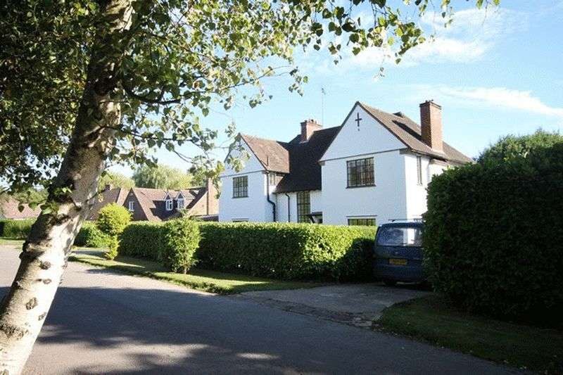 4 Bedrooms Detached House for sale in Church Way, Oxted