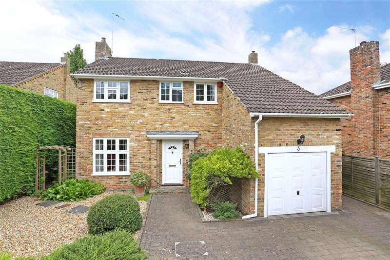 4 Bedrooms Detached House for sale in Huntsmead, Alton, Hampshire, GU34