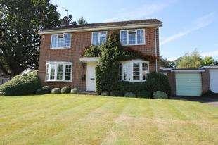 4 Bedrooms Detached House for sale in Guillards Oak, Midhurst, West Sussex