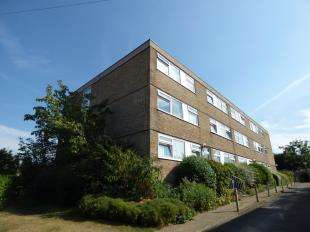 2 Bedrooms Flat for sale in Cranwell Court, Wickham Road, Shirley, Croydon