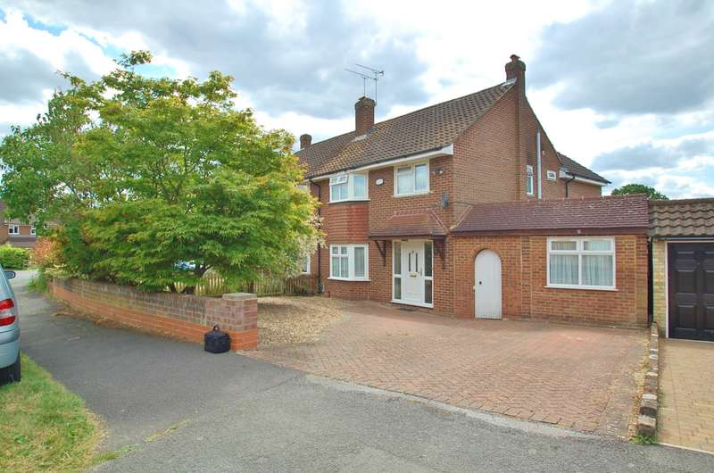 4 Bedrooms Semi Detached House for sale in Hazell Way, Stoke Poges, SL2