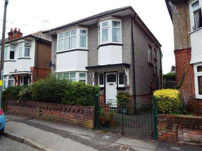 2 Bedrooms Flat for sale in Ensbury Park, Bournemouth, Dorset